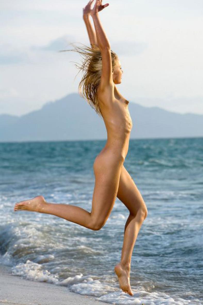 Beach jogging nude 2