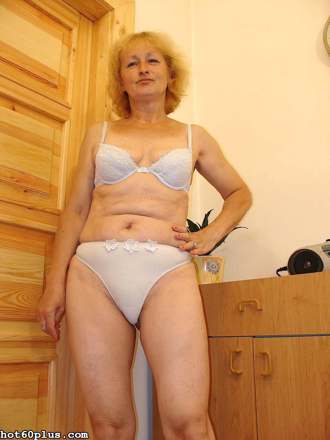Пожилые женщины в трусах фото #10