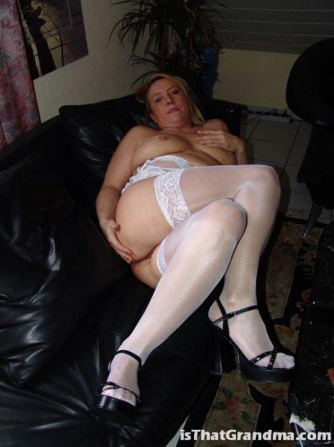 Тетка в чулках (8 фотографий)