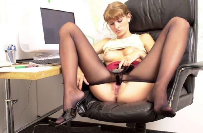 Раздвинула Ножки Под Столом Порно