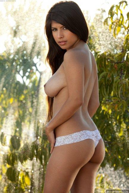 Сочная индианка с крутыми грудями