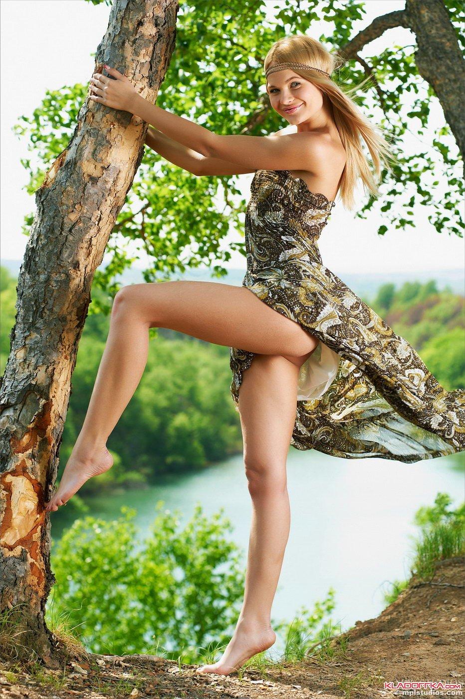 Порно фото платье природа — photo 10