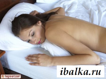 Спящая красавица в чулках и эротика