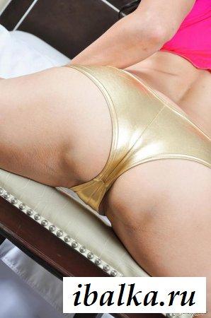 Классные прелести раздетой модели Санни Леоне