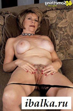Опытная бабушка обнажается от нижнего белья