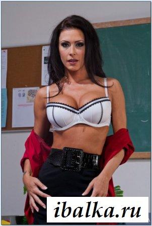 Раздетая учительница перевозбудилась в школе