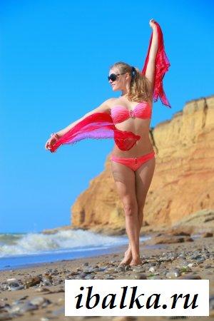 Туристка шлялась голая у моря