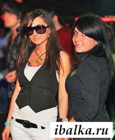 Фото с эротичными горбоносыми дамами