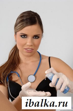 Лекарша проверила голую писю пациентки