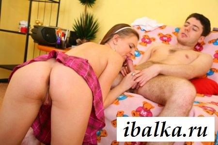 Счастливчик трахнул русскую девушку сзади - порно фото