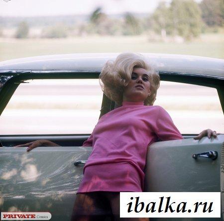 Шустрый механик потрахал блондинку в авто