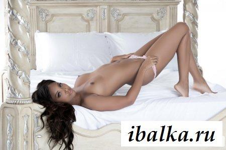 Спокойная и эффектная голая моделька