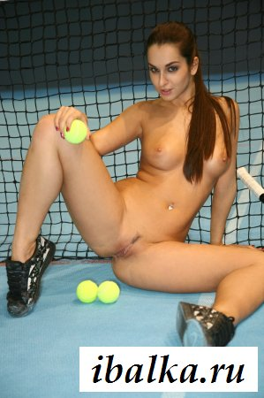 Теннисистка разделась при тренере