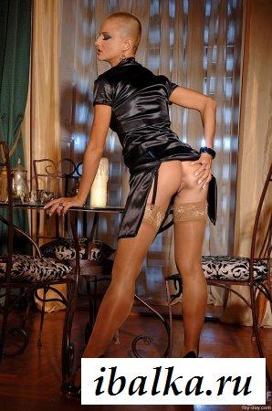 Имидж лысой эротической модели