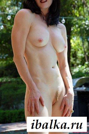 Зрелая сучка сорвала бикини