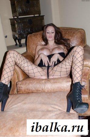 Огромная силиконовая грудь супер-леди