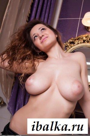 Шалава с огромной грудью заперлась в ванной