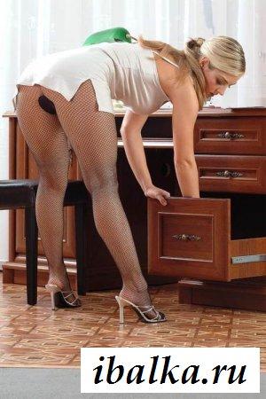 Шеф застал секретаршу в эротичной позе