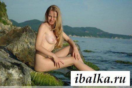 Раздетая туристка нашла эдем у моря