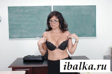 Наша голожопая учительница социологии