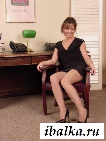Мощные сексуальные бедра моей секретарши