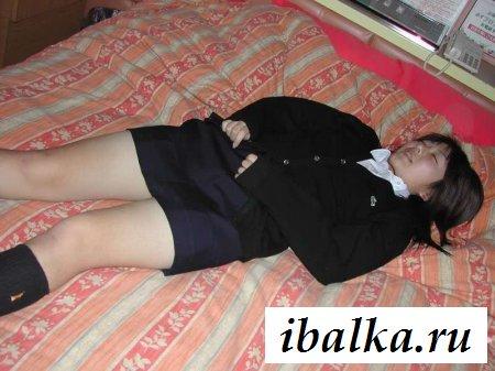 Спящая японка с волосатой писькой