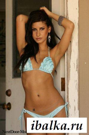 Латинская домохозяйка в бикини