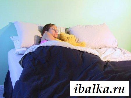 Заснял свою голую спящую телку