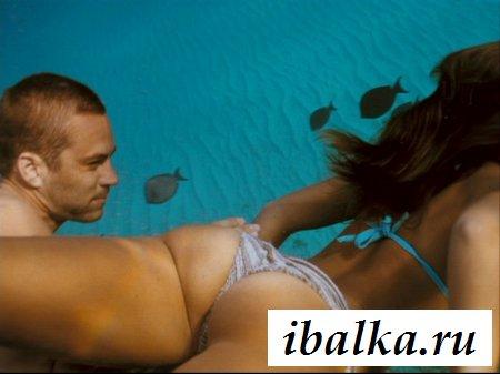 Знаменитость Джессика Альба стянула бикини