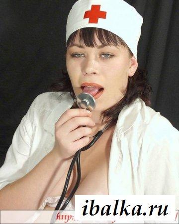 Шалава медсестра с большим рабочим ртом