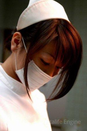 Голая медсестра в белоснежном халатике