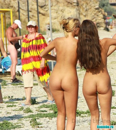 Похотливо отдыхают голые нудистки