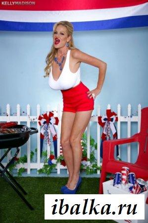 Длинноногая модель Kelly Madison