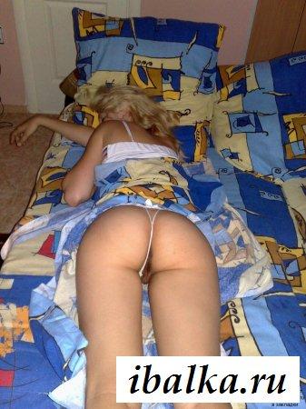 Подборка спящих женщин на кровати