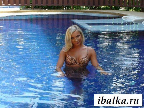 Анастасия Дашко из дома 2 в купальнике
