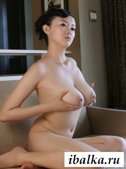 Классная японка с потрясающими титьками