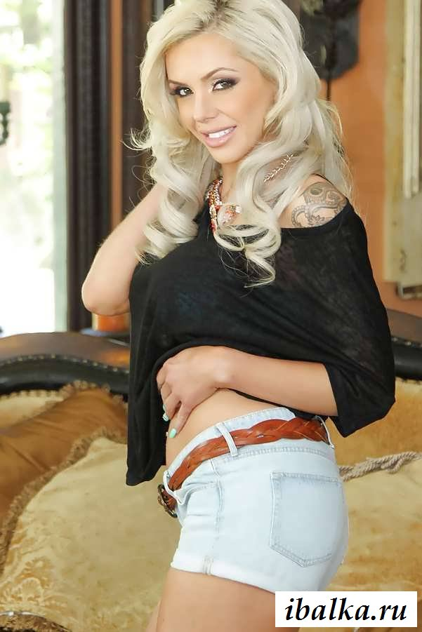 Классная фигура обнаженной блонды (20 фото эротики)