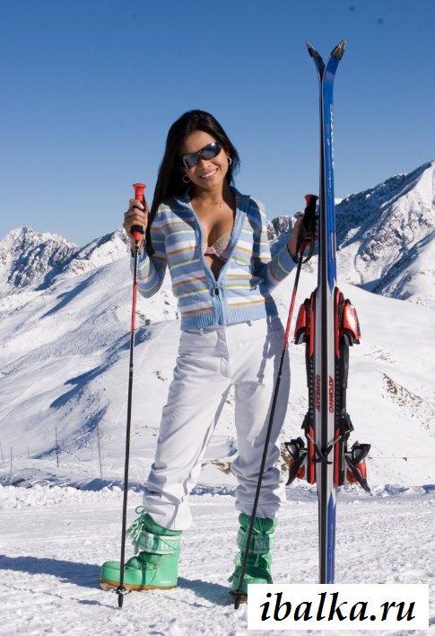 Голые скандинавки катаются на лыжах (20 фото эротики)
