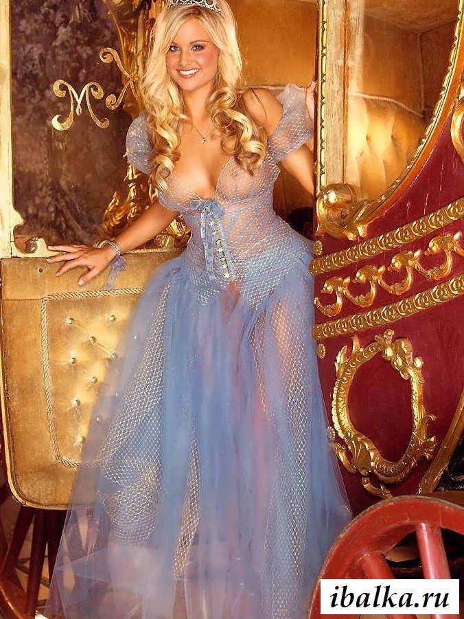 Обнаженная принцесса с соблазнительной прической на киске (25 фото эротики)