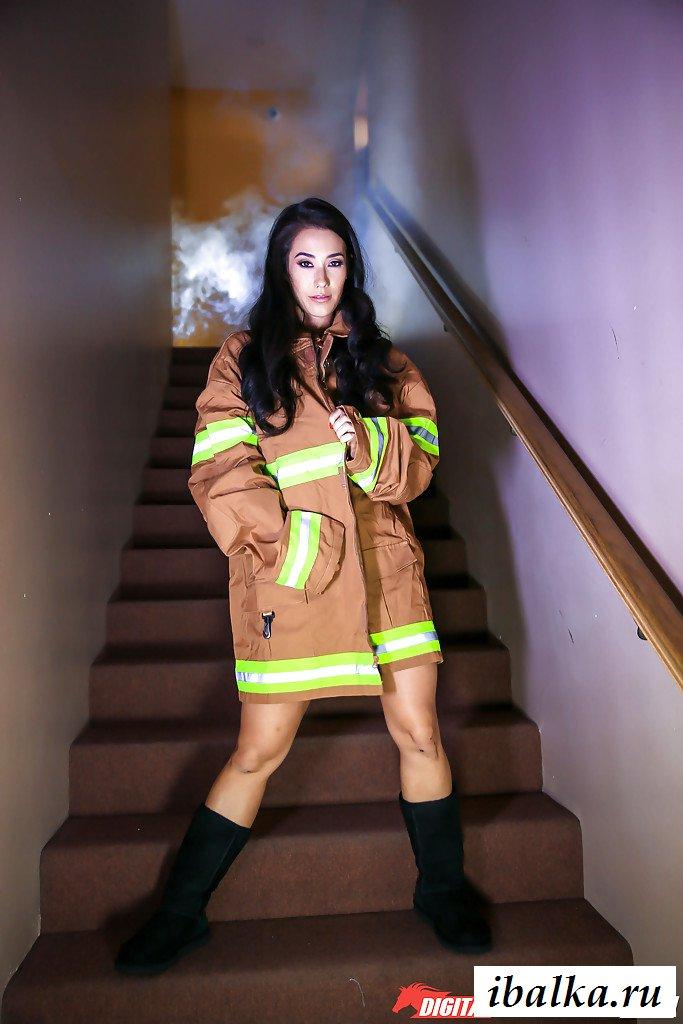 Эротика спасательницы во время учений (картинки)
