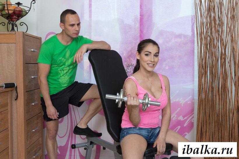 Секс с грудастой спортсменкой после тренировки